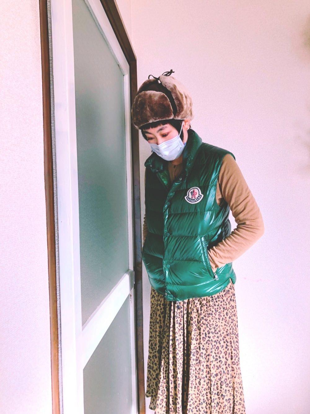 アニマル柄×モンクレールのグリーンがスパイシー