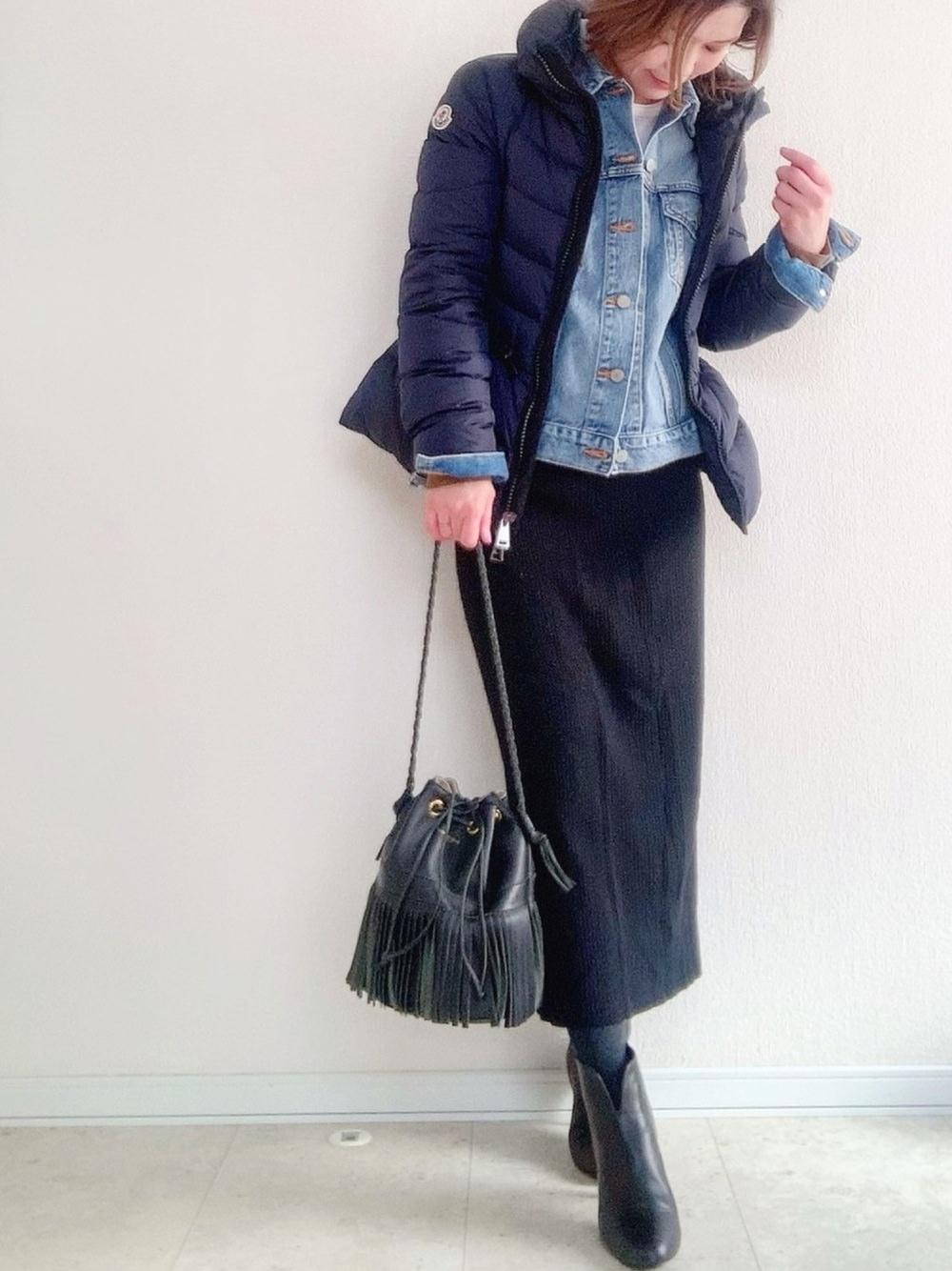フェミニンカジュアルはモンクレールにデニムジャケットで